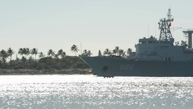 vídeos de stock e filmes b-roll de the people's republic of china, people's liberation army replenishment ship qiandaohu departs for the at-sea phase of rim of the pacific exercise... - pacific war