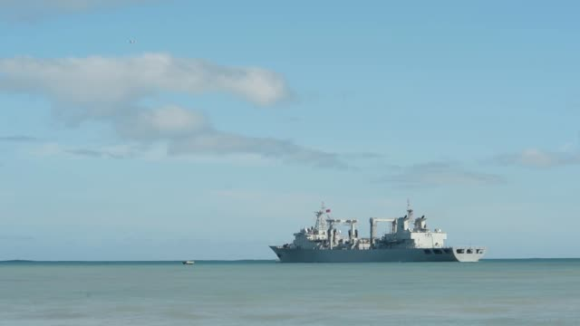the people's republic of china people's liberation army replenishment ship qiandaohu departs for the atsea phase of rim of the pacific exercise 2014... - amerikanska flottan bildbanksvideor och videomaterial från bakom kulisserna