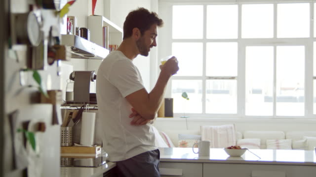 the perfect start to a day - cucina domestica video stock e b–roll