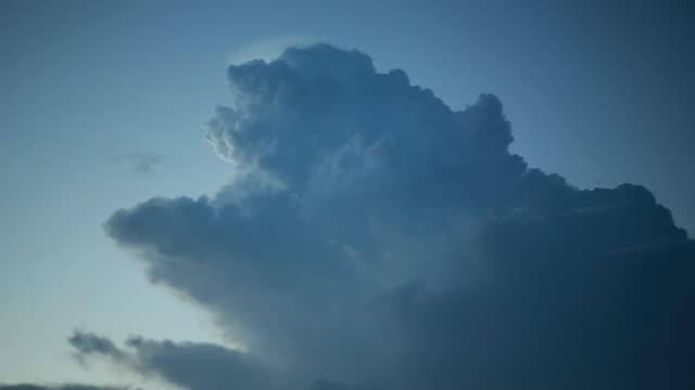 vídeos de stock e filmes b-roll de the perfect storm - overcast