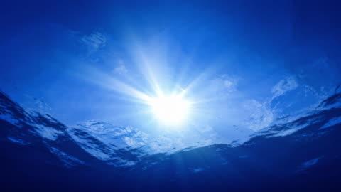 den perfekta undervattens sunshine sköt 4k - vid bildbanksvideor och videomaterial från bakom kulisserna