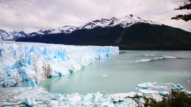 stockvideo's en b-roll-footage met the perito moreno glacier in patagonia. argentina hd timelapse - argentinië