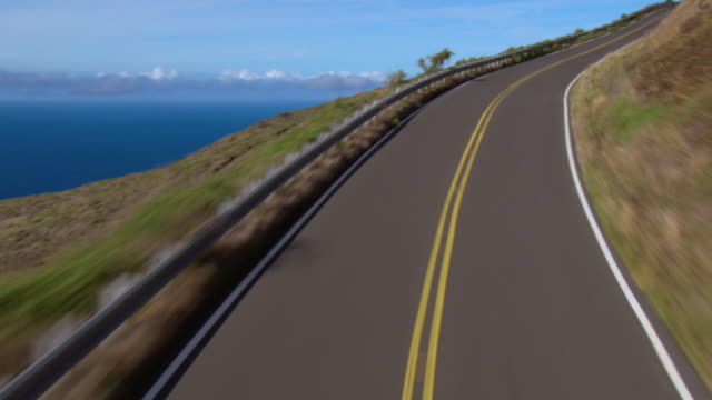 The Piilani Highway on the coast of Maui overlooks the Pacific Ocean.