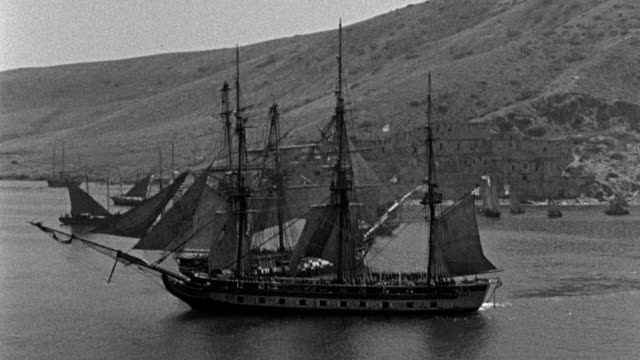 "the pirate ship ""algiers"" exchanges cannon volleys with the uss constitution as the ships battle in tripoli harbor. - schiffsmast stock-videos und b-roll-filmmaterial"