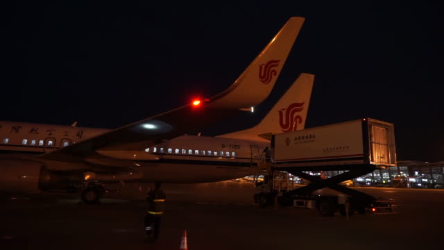 the plane has landed at xi'an xianyang international airport at night and is ready for the next flight air china is one of the three biggest airlines... - ground staff stock videos & royalty-free footage
