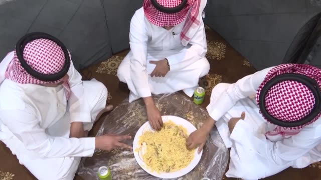 the plate is designed to make a meal look bigger a gastronomic illusion and an innovative way to tame saudi arabia's pervasive throwaway culture... - tame stock videos & royalty-free footage