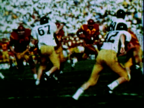 the player of the year award goes to university of southern california trojans running back, oj simpson / usc trojans fans holding colored cards in... - o・j・シンプソン点の映像素材/bロール