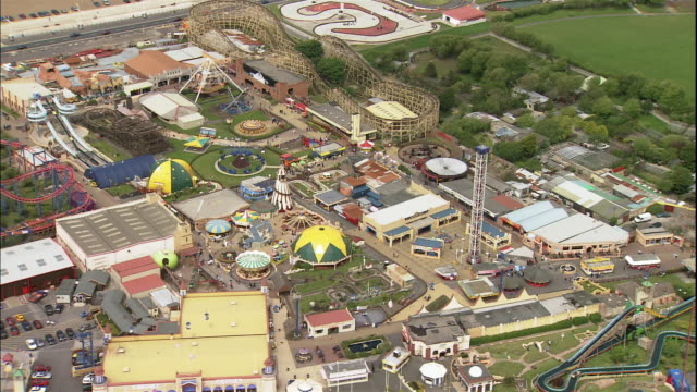 stockvideo's en b-roll-footage met the pleasureland southport amusement park sprawls across several acres in southport, merseyside, england. - southport engeland