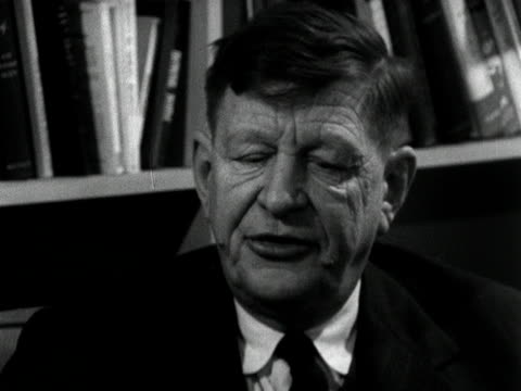 vídeos de stock e filmes b-roll de the poet w h auden talks about what he looks for in a poem - poesia literatura