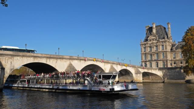 stockvideo's en b-roll-footage met the pont de la concorde overcrossing the river seine. paris, france - binnenschip