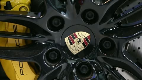 vidéos et rushes de the porsche ag badge is displayed on the bonnet of a customized 911 carrera vehicle at the a seung automotive group garage in seoul, south korea, on... - voiture particulière