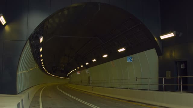 ms the portmiami tunnel entrance the portmiami tunnel opens for the first time on august 3 2014 in miami florida the tunnel that took three years to... - baia di biscayne video stock e b–roll