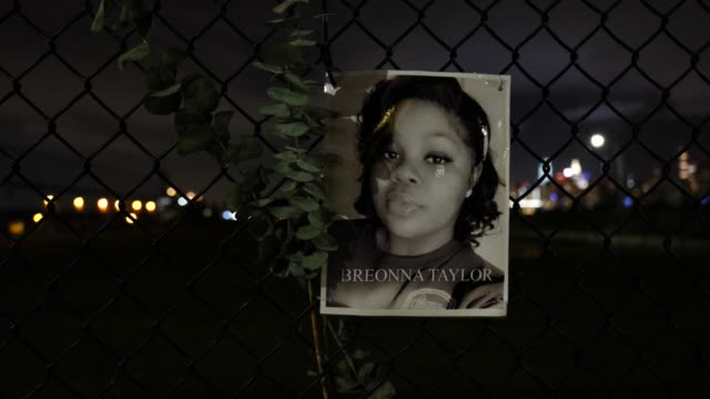 the portrait of the late breonna taylor hangs on a waterfront fence on september 13 in williamsburg, brooklyn, new york city. the new memorial... - 追悼行事点の映像素材/bロール