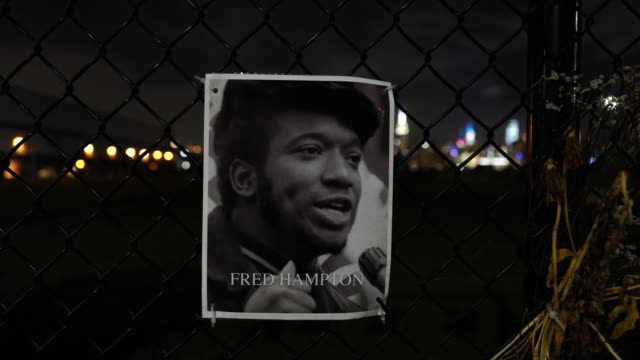 the portrait of the late fred hampton hangs on a waterfront fence on september 13 in williamsburg, brooklyn, new york city. the new memorial entitled... - hinweisschild stock-videos und b-roll-filmmaterial