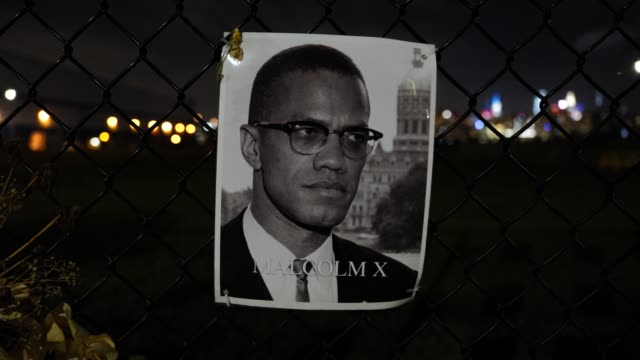 the portrait of the late malcolm x hangs on a waterfront fence on september 13 in williamsburg, brooklyn, new york city. the new memorial entitled... - hinweisschild stock-videos und b-roll-filmmaterial