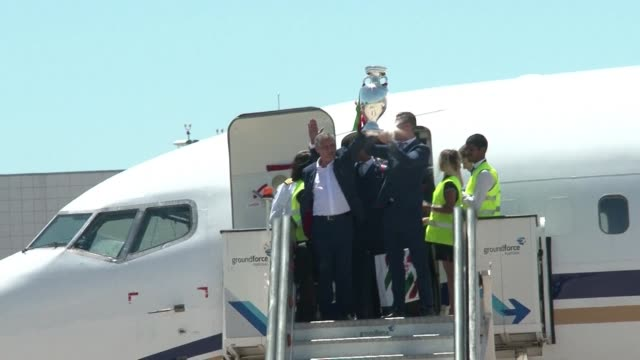 vídeos de stock, filmes e b-roll de the portuguese football team led by cristiano ronaldo return home to a heroes welcome after their upset triumph over france in the euro 2016 final - euro 2016