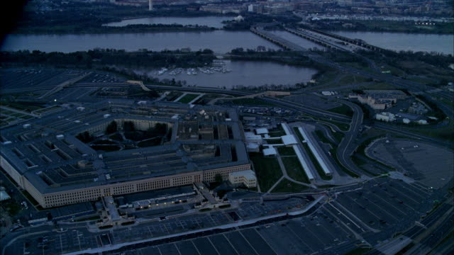 the potomac river flows near the pentagon. - arlington virginia stock videos & royalty-free footage