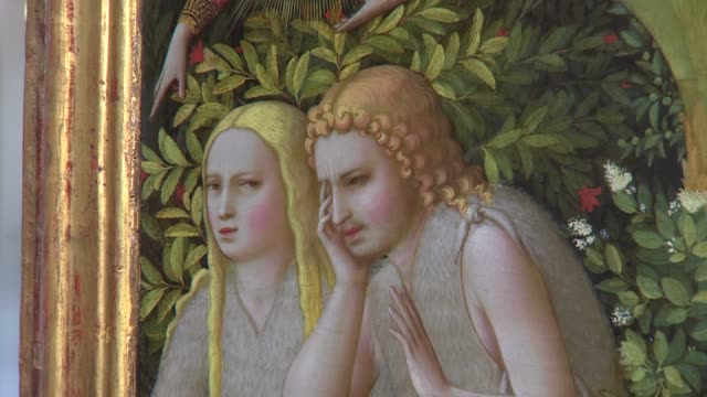 vídeos de stock e filmes b-roll de the prado museum has presented, after a restoration of more than one year, 'the annunciation' by fra angelico, an italian painter of the early... - prado