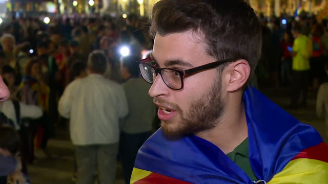 the president of catalonia may have stepped back form the brink tonight after he called for negotiations over the region's future, despite also... - autografare video stock e b–roll