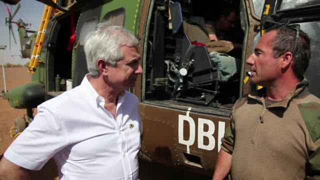 the president of the french national assembly claude bartolone visited today french army troops stationed in the northern malian city of gao clean... - french national assembly stock-videos und b-roll-filmmaterial