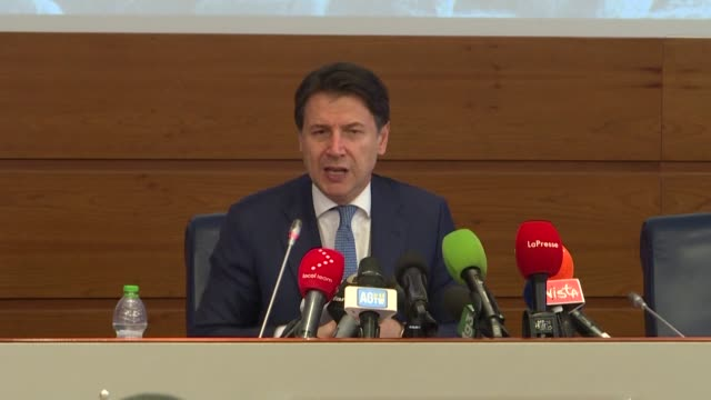 the president of the italian council giuseppe conte holds a press conference at the civil protection agency in rome to reassure italian citizens and... - presidente video stock e b–roll