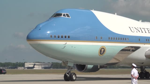 the president of the united states donald j trump and first lady melania trump land at wright-patterson air force base, ohio aug 7, 2019. where the... - luftwaffe stock-videos und b-roll-filmmaterial