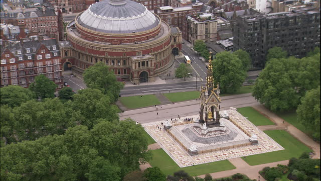 the prince albert memorial occupies a green park in front of royal albert hall in london, england. - kensington und chelsea stock-videos und b-roll-filmmaterial