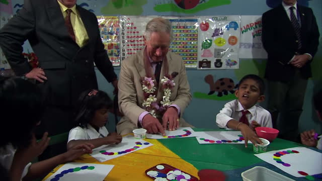 stockvideo's en b-roll-footage met the prince of wales has been putting his best foot forward on the final day of his offical tour of sri lanka and india with the duchess of cornwall... - sri lankaanse cultuur