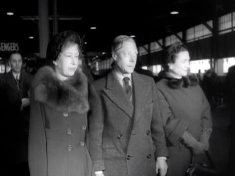the princess royal and the duke and duchess of windsor pose for photographers before boarding a ship at new york 1953 - wallis simpson stock videos & royalty-free footage