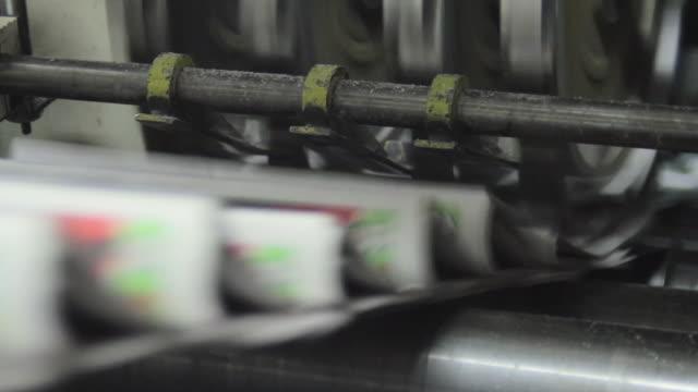 the printing newspaper machine - 永久運動点の映像素材/bロール