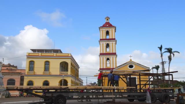The process of constructing a 'parranda' float 'La Parranda' is the oldest Cuban festival Preparations begin days before the event Two sides 'San...