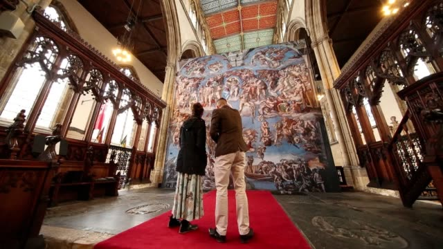 the public are being given the chance to see michelangelo's masterpieces from the sistine chapel in a church in hull. thousands of people have... - 船体点の映像素材/bロール