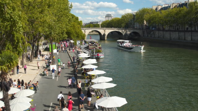 the public beach on the banks of the river seine in paris - seine river stock videos and b-roll footage