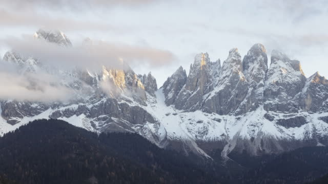 the puez-odle range in the dolomites. - alpi video stock e b–roll