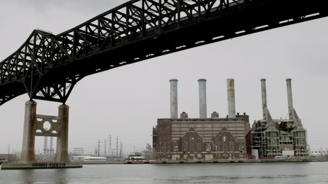 the pulaski skyway on a cloudy day with the kearny power station to the right and newark bay in front. - new jersey stock videos & royalty-free footage