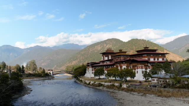 the punkha dzong with the po chu river, bhutan - bhutan stock videos & royalty-free footage