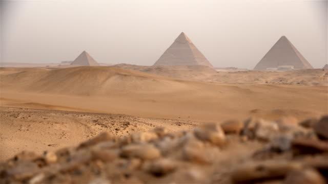 pyramiderna, giza, egypten - egypten bildbanksvideor och videomaterial från bakom kulisserna