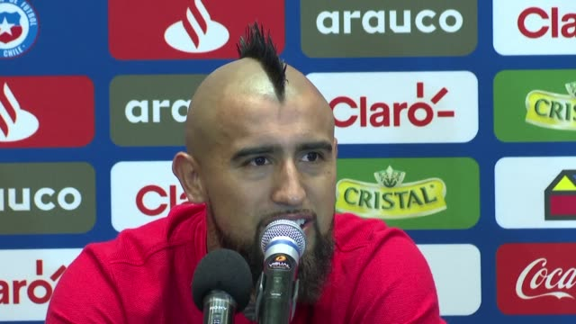 vídeos de stock, filmes e b-roll de the quality of pitches in the copa america isn't an excuse for teams performances chile midfielder arturo vidal says ahead of the side's semifinal... - jogador de futebol