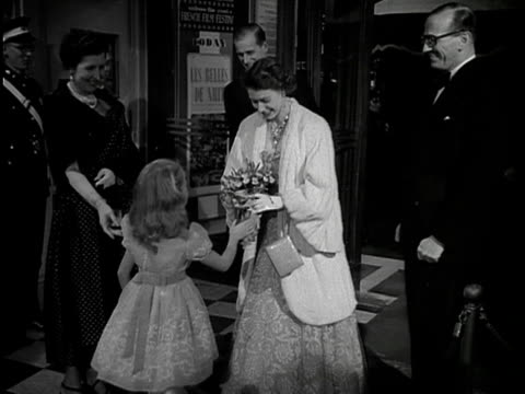 the queen accepts a bouquet of flowers from brigitte fossey at the premiere of the film les belles de nuit 1953 - composizione di fiori video stock e b–roll