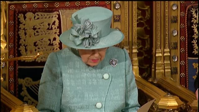 """the queen, addressing both houses of parliament, said her government's priority is to """"deliver the united kingdom's departure from the european union... - britisches unterhaus stock-videos und b-roll-filmmaterial"""