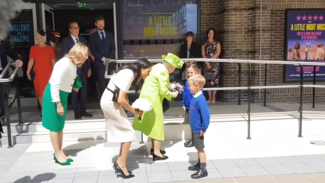 stockvideo's en b-roll-footage met the queen and duchess of sussex visit the storyhouse arts centre in chester and greet the public in the city centre. - chester engeland