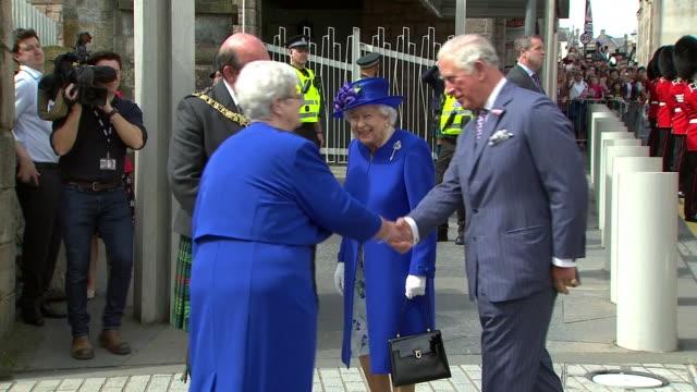 the queen and prince charles visiting holyrood to mark 20 years of devolution in scotland - holyrood bildbanksvideor och videomaterial från bakom kulisserna