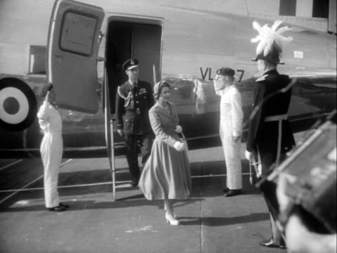 stockvideo's en b-roll-footage met the queen and prince philip arrive at aldergrove airport at the start of their state visit to northern ireland and are greeted by a uniformed... - start en landingsbaan
