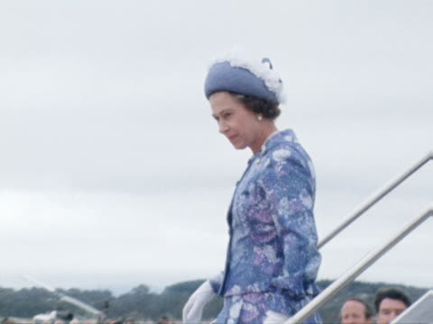 the queen and prince philip arrive at canberra airport at the start of their silver jubilee tour of australia and our greeted by sir john kerr 1977 - königin elisabeth ii. von england stock-videos und b-roll-filmmaterial
