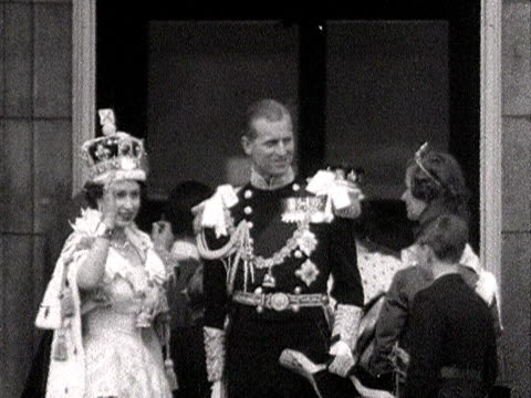 stockvideo's en b-roll-footage met the queen and prince philip wave to the crowds from the balcony of buckingham palace during the coronation celebrations 1953 - 1953