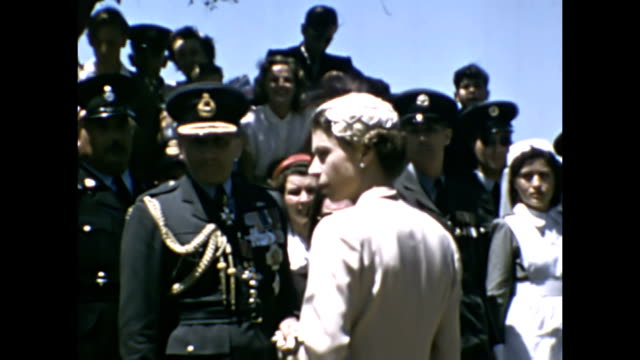 the queen and prince phillip duke of edinburgh visit malta in may 1954 | dignitaries and vips greet the royal couple as they arrive in malta - 1954 bildbanksvideor och videomaterial från bakom kulisserna