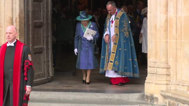 vidéos et rushes de hm the queen at westminster abbey on july 10 2018 in london england - monarchie anglaise