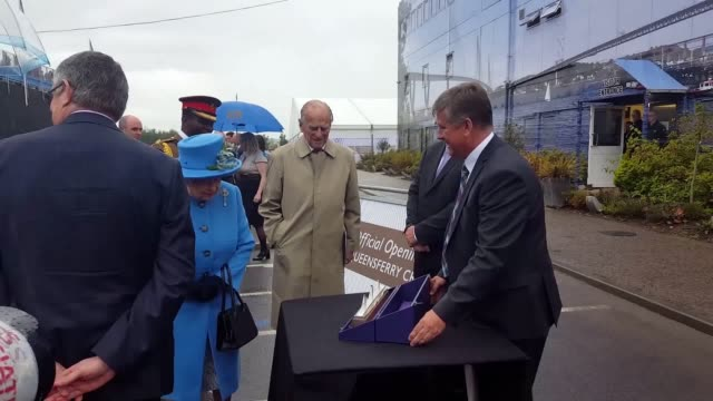 the queen cuts the ribbon to formally open the queensferry crossing over the firth of forth in fife prince philip accompanies her and the first... - firth of forth bildbanksvideor och videomaterial från bakom kulisserna