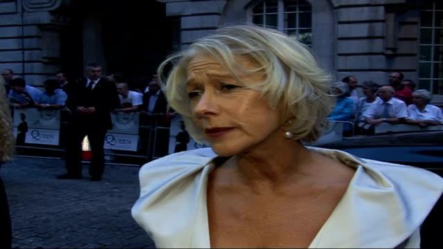 vidéos et rushes de 'the queen' film premiere: arrivals and interviews; dame helen mirren interview sot - it hasn't changed my view of the monarchy, not that i had a... - helen mirren