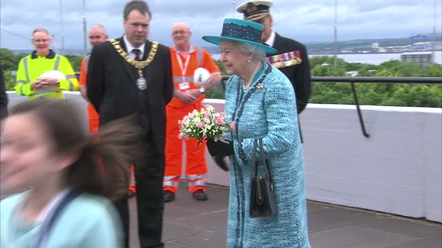 the queen has formally named the royal navy's biggest ship - and britain's first ever super carrier. the 65 thousand tonne queen elizabeth was... - größter stock-videos und b-roll-filmmaterial